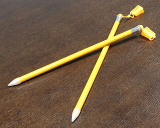 Puidust harilik pliiats teritajaga KUMU